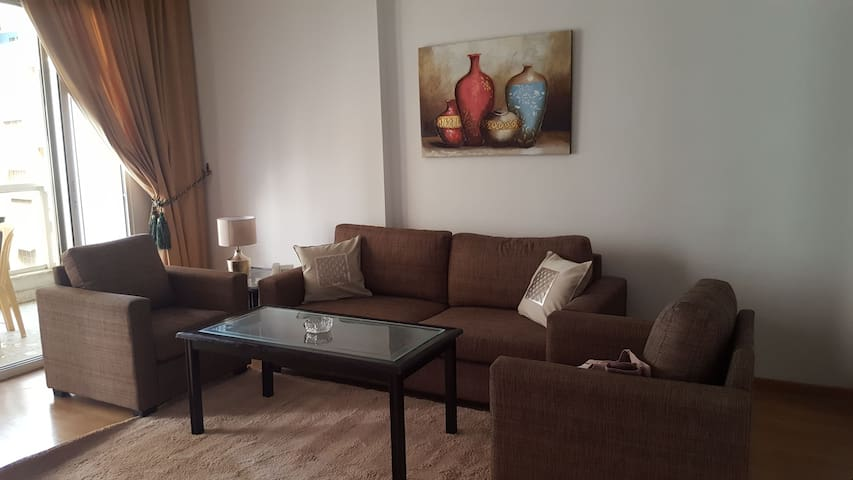 Spacious One Bedroom Apartment in Hamra Center - ベイルート - サービスアパートメント