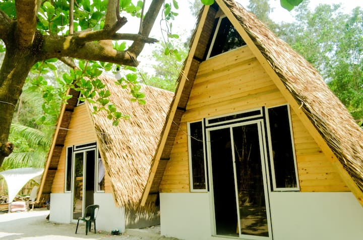 Villa with AC in LiwLiwa | Breakfast Included