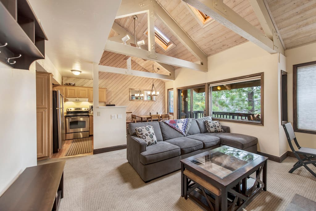 Bright & open layout with great light, large windows and high ceilings
