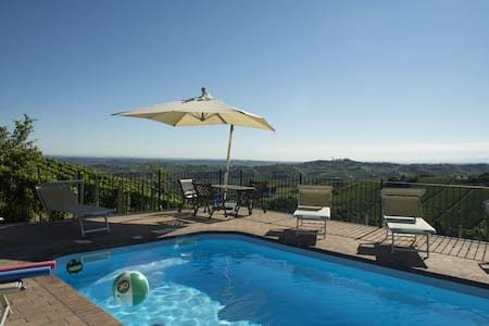 Spacious house with panorama pool! - castiglione Tinella - Haus