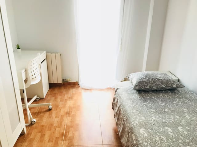 Habitación individual acogedora centro Zaragoza