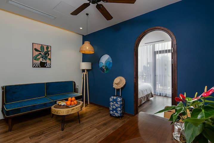 Tropical House*CHARMING BLUE 2BR APT*City Center