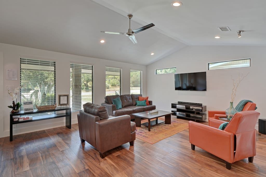 Vaulted ceilings in the living room with lots of light and space.