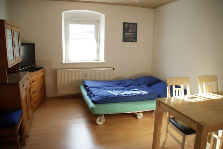 Wohnzimmer / 2. SZ Wohnung II (Bettsofa ausgeklappt)