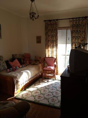 quarto privativo com casa de banho - Carnaxide - อพาร์ทเมนท์