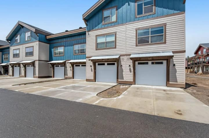 103 Broken Pine - New Mountain Modern Townhome - Close to Payette Lake and Downt