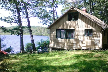 Quiet, Lakefront Cottage