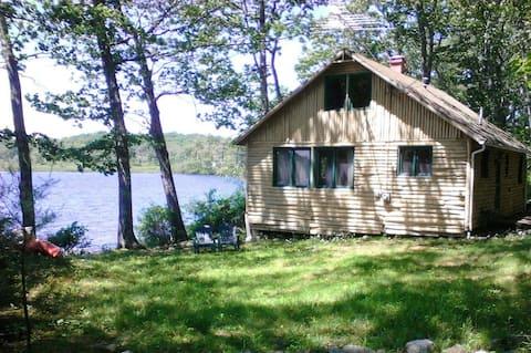 Quiet, Lakefront Cottage