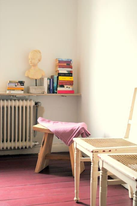 kleine Bibliothek für schlaflose Nächte oder verregnete Tage