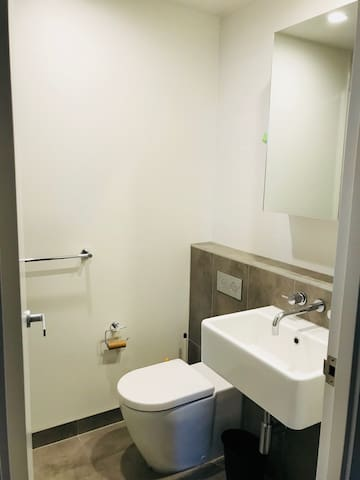 AUMB18-2: Private Room,Victoria Market in Mel CBD