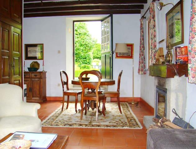 Lake Cottage - Casa das Paredes