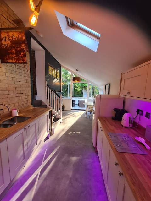 Brooklyn Boutique  Free EV Charger off Road Parking (luxurious 1 bed flat)