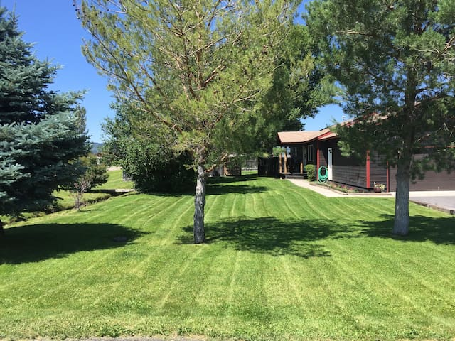 Eclipse Rental! Big yard, Clean, Close to town - Victor - House