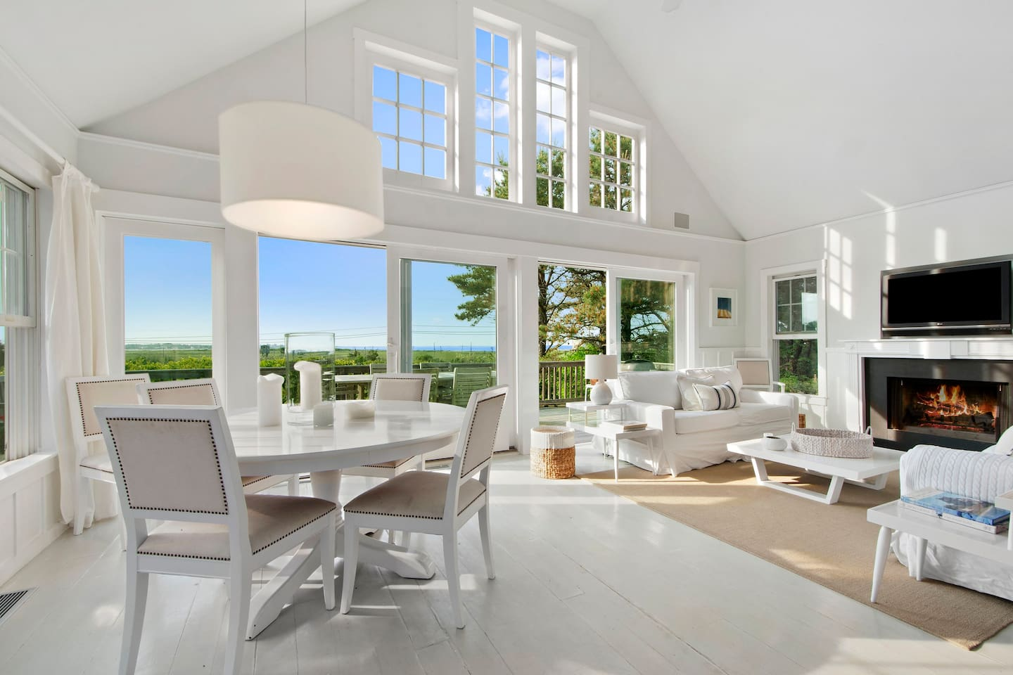 Bright and airy Living, Dining and Kitchen area