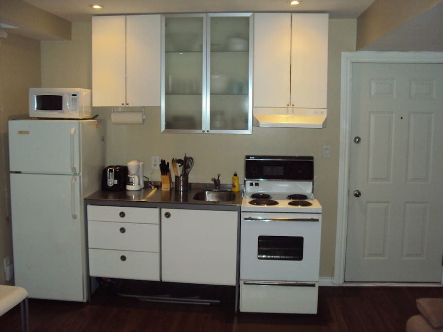 Complete private kitchen w/ full size stove and fridge & microwave