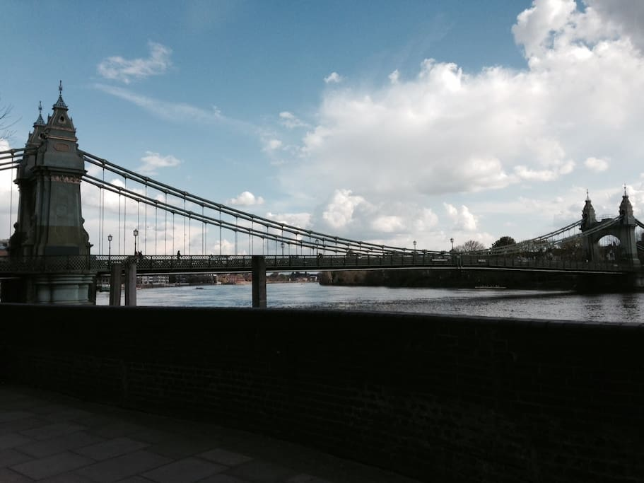 2 min walk to Hammersmith Bridge