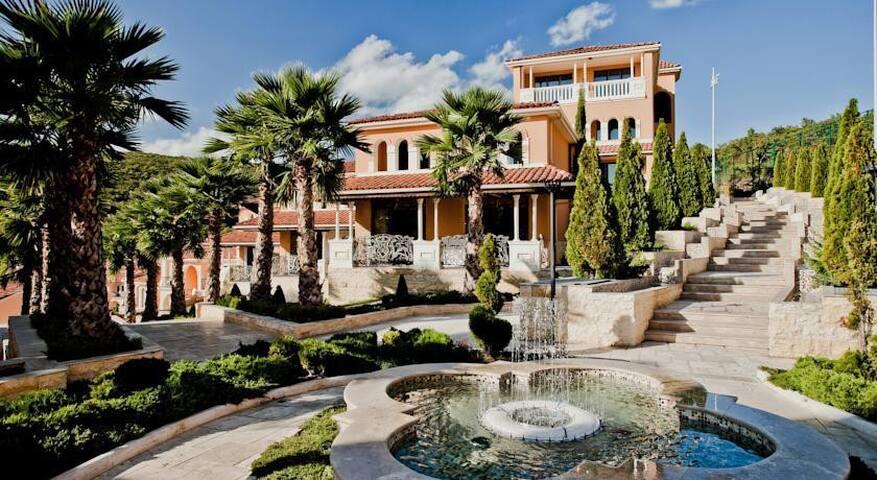 "Enjoy unforgettable ""Villa Romana"""