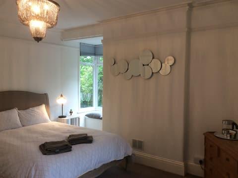 Twee ensuite kingsize kamers in de buurt van Painswick/Stroud