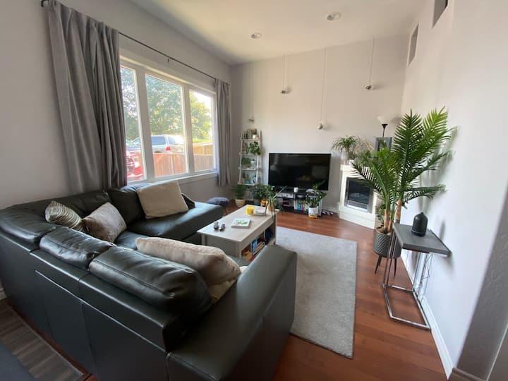 Bright & Spacious, Main Floor Apartment