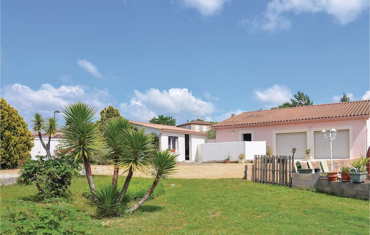Semi-Detached with 1 room on 27m² in Moulézan
