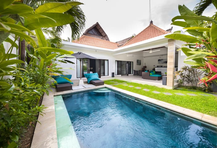 Villa Lokasi Seminyak 2 bedroom Private Villa