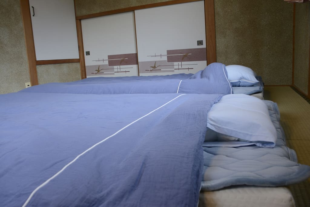 Sleeping in a soft futon heal the tiredness of your trip.