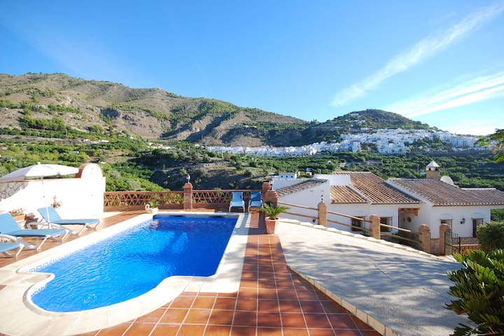 Comfortable, detached holiday home with a fantastic view over Frigiliana