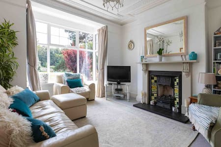 Central location with a beautiful Parkview (STOKE)