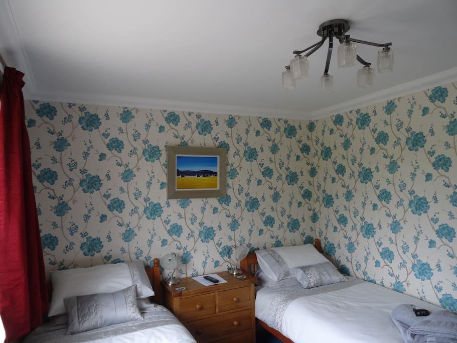 Twin room, shared bathroom, with TV, WiFi, Tea and Coffee facilities
