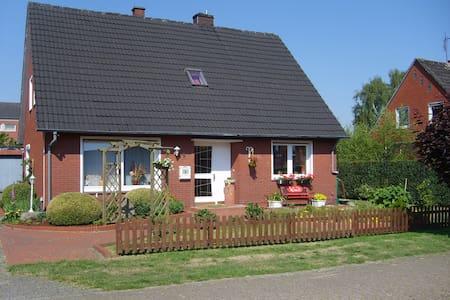 Haus Helena, B&B =Dreibettzimmer=  - Börger