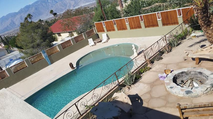 Bali Bungalow Retreat - Desert Hot Springs - House