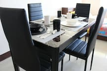 Complete dining set and utensils for 4 pax
