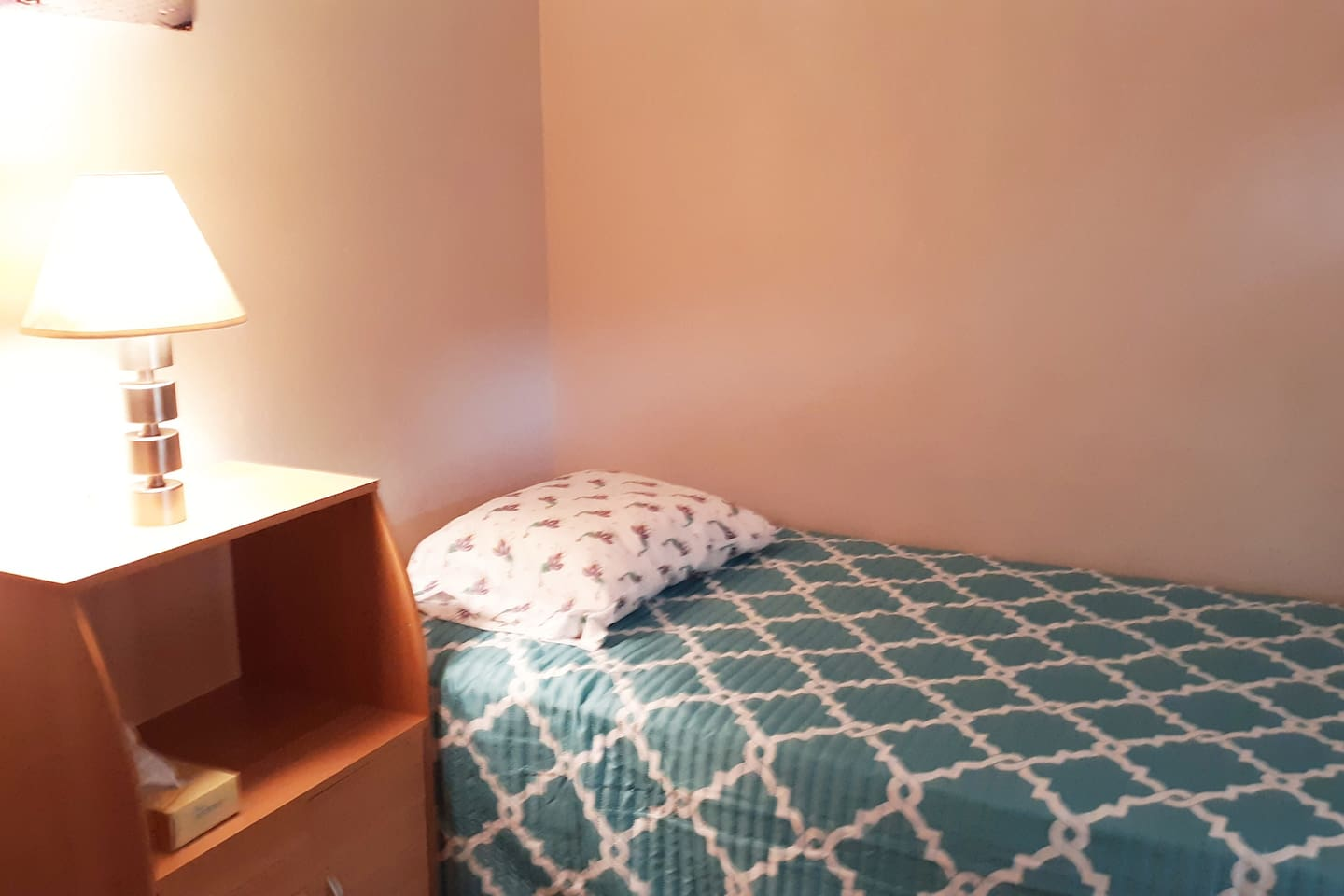 bedroom 3. twin bed with office