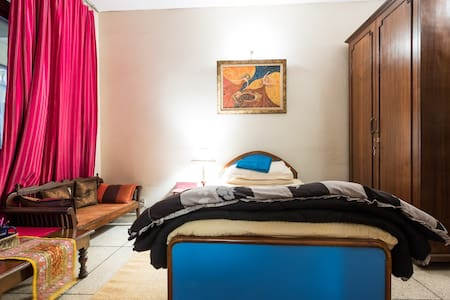 Cosy Room for Single Travelers - New Delhi