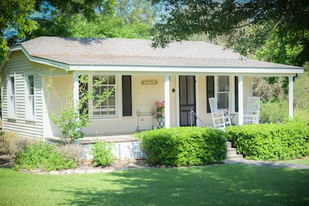 The Cottages on Mill Creek-  Bliss  - Bed & Breakfast