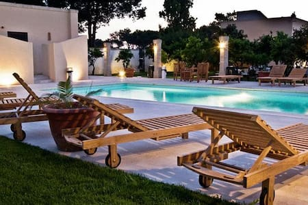 "Masseria ""Li Campi"" - cavallino - Bed & Breakfast"