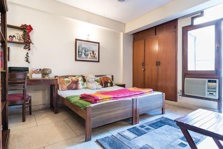 South Delhi Metro Comfy Homestay - New Delhi  - Haus