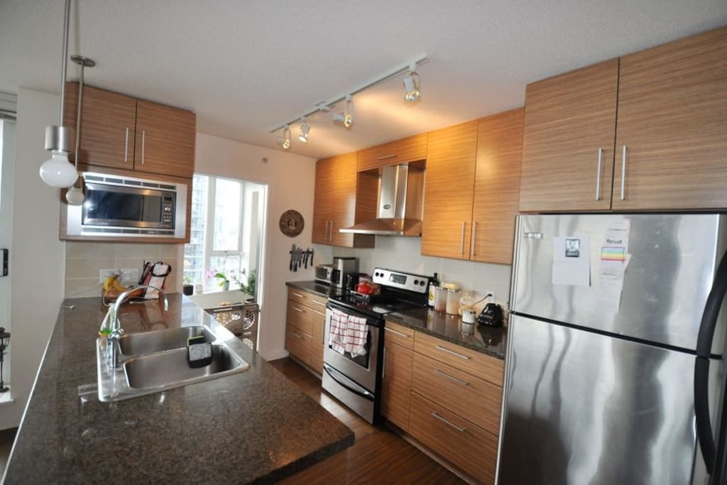 Beautiful 27th floor gastown apt flats for rent in for Columbia flooring canada