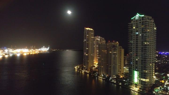 When in Miami -- LIVE like it!