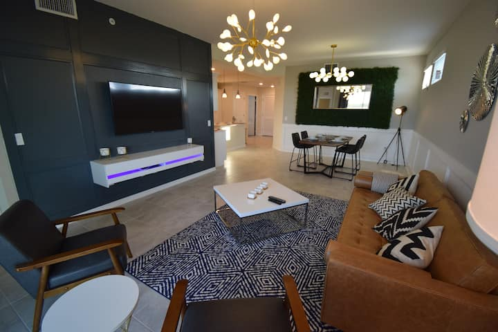4731 201 - Spacious Modern 3 Bed Corner Unit Condo, Just minutes from Disney!