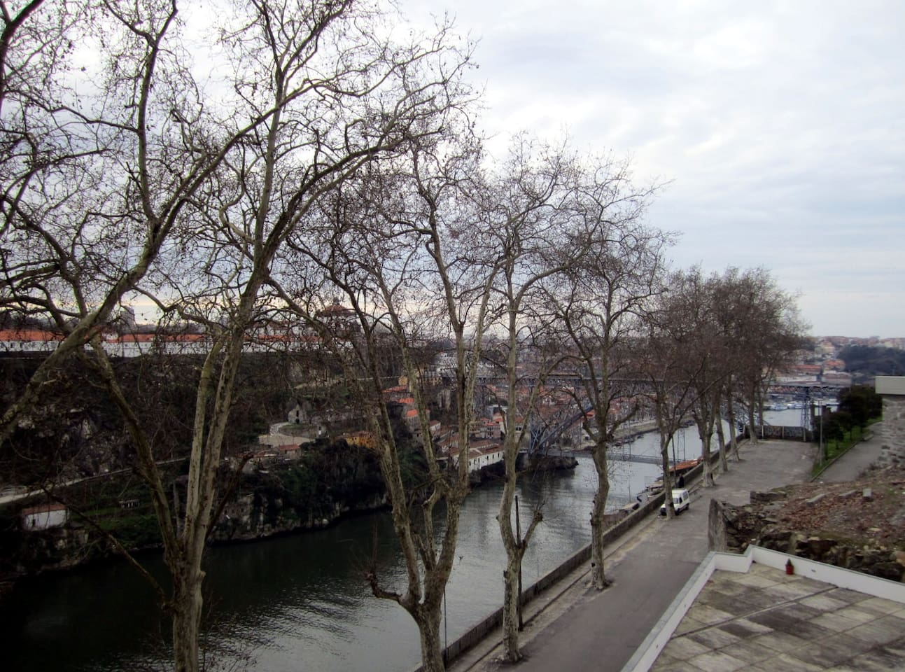 view from the living room to D. Luís bridge