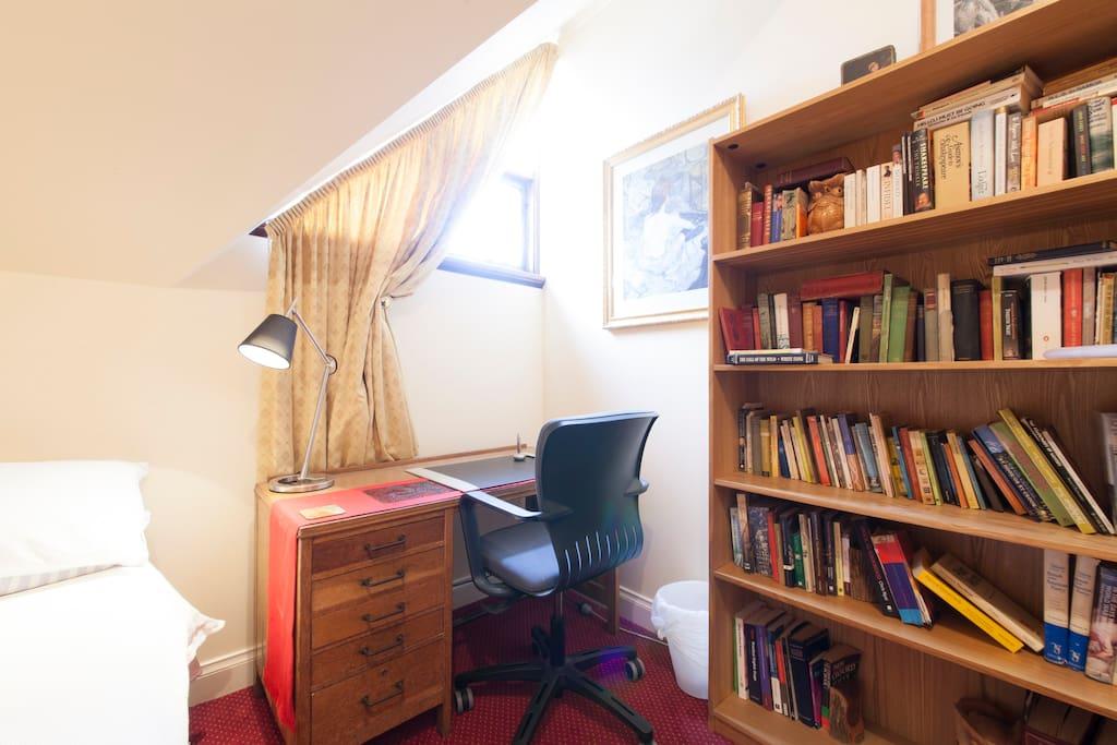 Money Street House -Literature Room