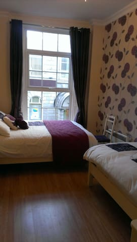 Wexford Town Pikeman Apartment, North Main Street, Wexford Town - 2 Bed - Sleeps 5