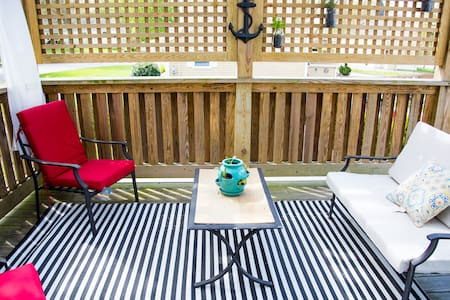Gorgeous Beach House with Deck - Middletown - House
