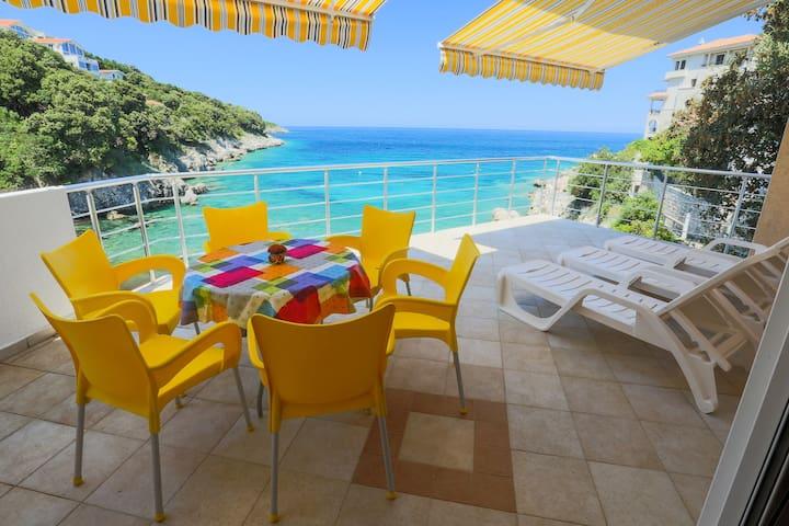 "Apartment ""Breeze"" Beachfront Villa - ulcinj - Wohnung"