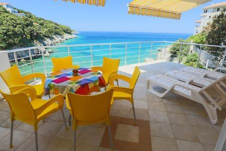 "Apartment ""Breeze"" Beachfront Villa - ulcinj"