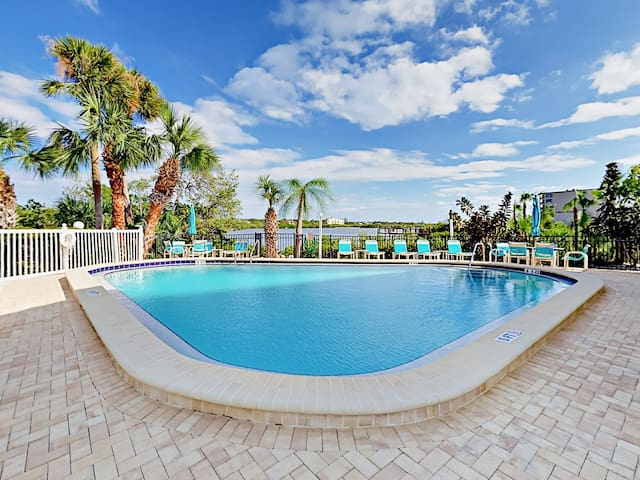 2BR Townhouse Across from Beach