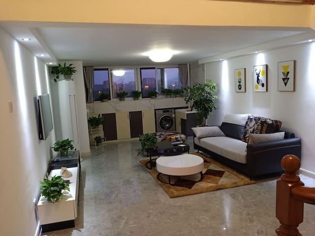万达旁,精品复式公寓,交通便利,舒适有家