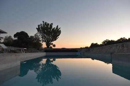 "Trullo ""A"" con Piscina B&B Regina di Ulivi - Ostuni - Bed & Breakfast"