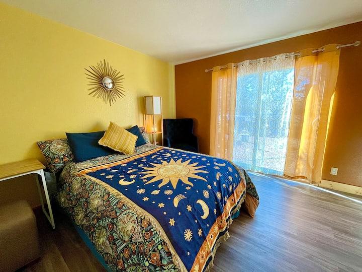 """Sunburst"" Room in Eco Community Home"